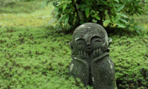 京都のお寺にあるにっこり笑っているお地蔵様