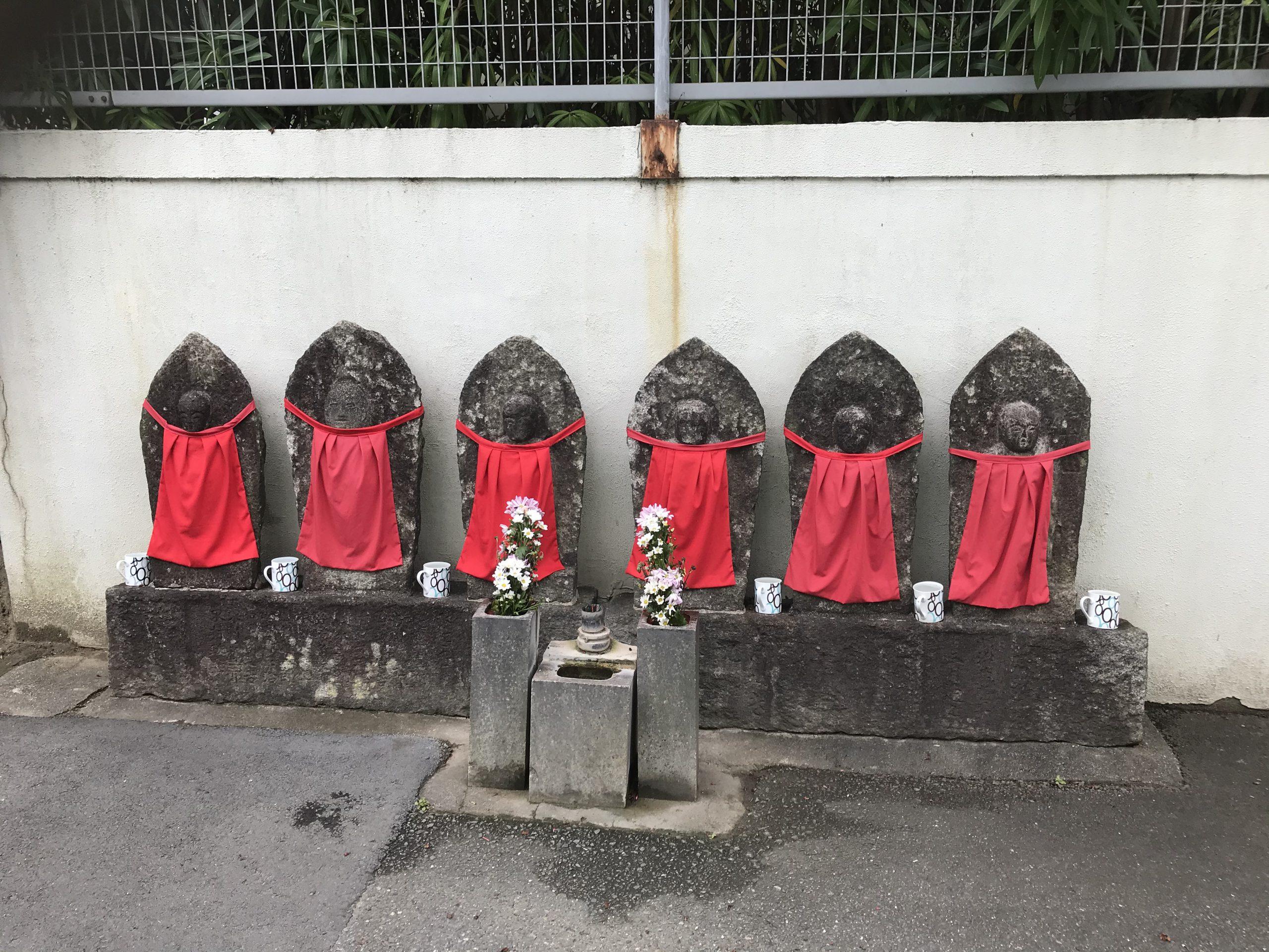 大東市灰塚の墓地にある六地蔵の画像